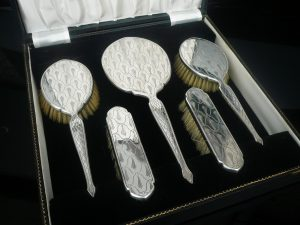 Brush & Mirror Sets
